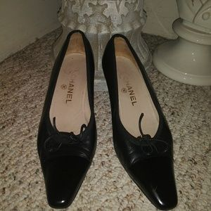 a605eb557e9 CHANEL. Vintage Chanel Kitten Heeled Pointed Toe Pumps
